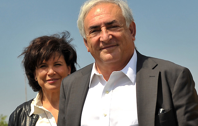 Dominique Strauss-Kahn y su esposa, Anne Sinclair, el año pasado. | Afp