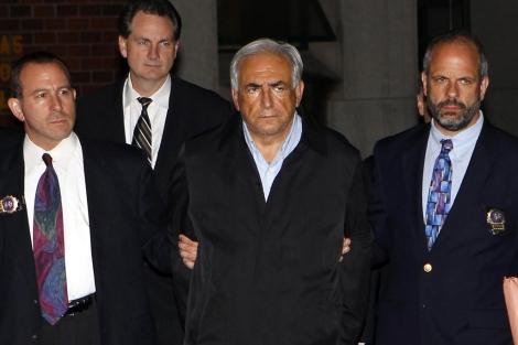 El presidente del FMI, Dominique Strauss-Kahn, arrestado en Nueva York   Mike Segar