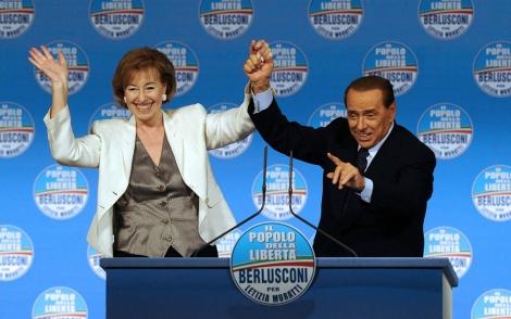 Berlusconi y la alcaldesa de Milán, Letizia Moratti durante un mítin. | Ap
