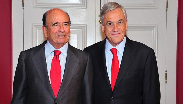 El presidente del Santander, Emilio Botín, junto al presidente chileno, Sebastián Piñera, en el Palacio de la Moneda de Chile.   Efe