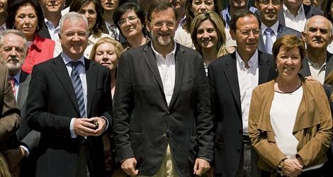 Mariano Rajoy con los candidatos de Murcia | El Mundo