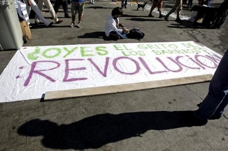 Una de las pancartas visibles en la acampada de Sol. | Efe
