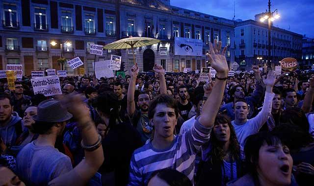 Las protestas continúan en Sol por cuarto día consecutivo.   Foto: Javier Barbancho VEA MÁS IMÁGENES