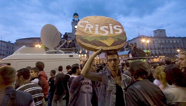Uno de los manifestantes en la Puerta del Sol. | Efe