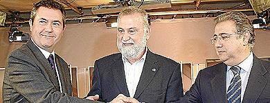 Los candidatos de Sevilla Espadas, Torrijos y Zoido.   Fernando Ruso