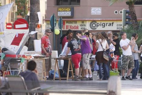 Un grupo de manifestantes durante el sábado en la plaza. | Juan Martí