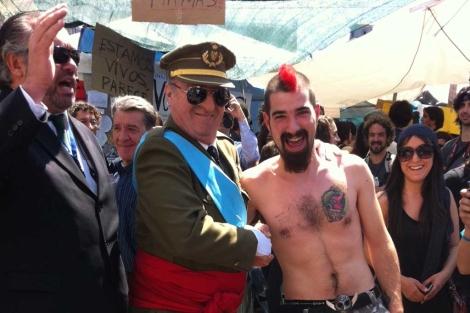 Un actor disfrazado del Rey se ha paseado por Sol.| José María Robles