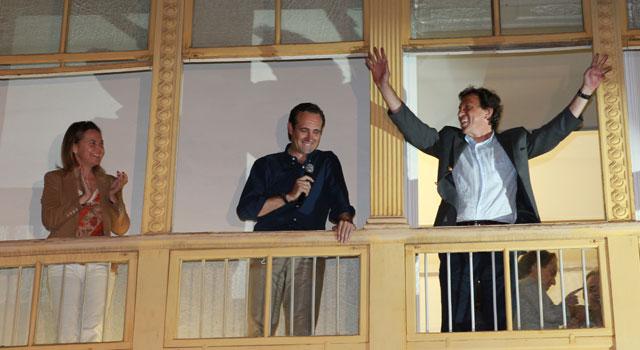 Salom, Bauzá e Isern celebrando el triunfo con sus seguidores. | P. Vicens