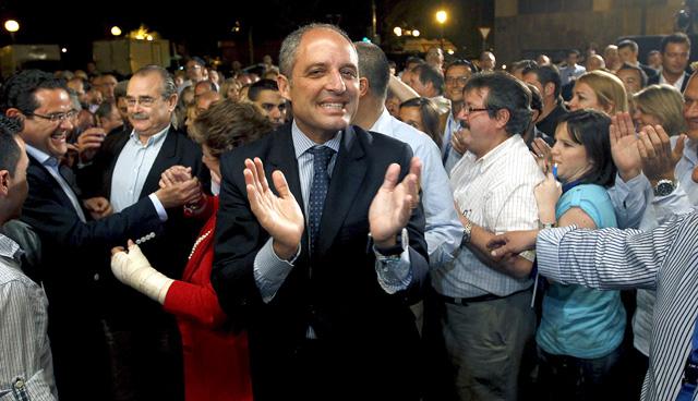 Francisco Camps celebra su resultados en las elecciones autonómicas.   Efe