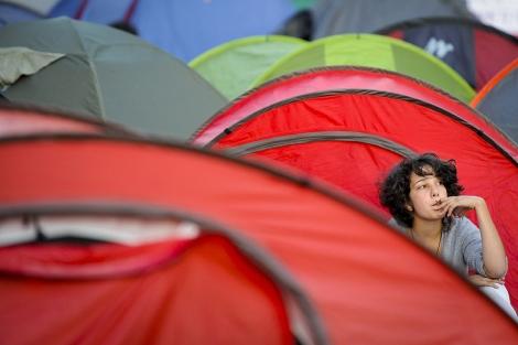 Una joven acampada en Sol. | Foto: AFP