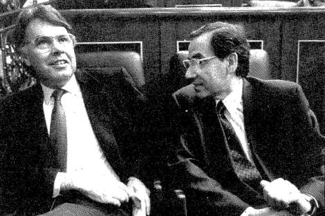 Guerra conversa Gonzalez durante la cuestión de confianza, en abril del 90. | F. Quintela