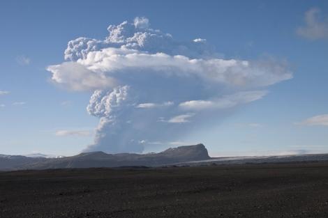 Nube de ceniza tras la erupción del volcán Grimsvötn. | Reuters