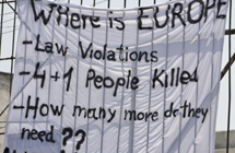 Pancarta de protesta.   Efe