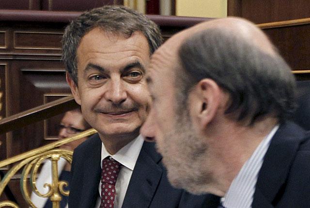 Zapatero y Rubalcaba, hoy en el Congreso. | Efe | Juanjo Guillén