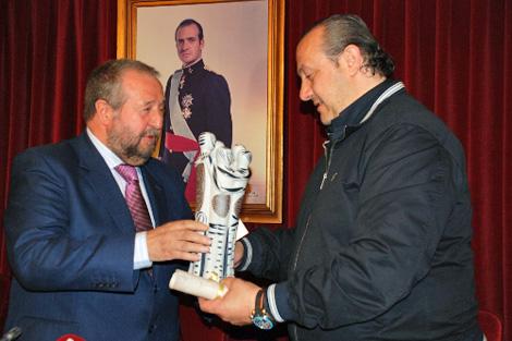El empresario junto al alcalde de Lugo, López Orozco.
