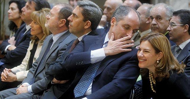 Francisco Camps, rodeado de todos sus consellers, en un acto de la Generalitat. | Efe