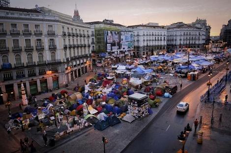Vista general de la acampada en la Puerta del Sol, a primera hora de esta misma mañana. | AFP