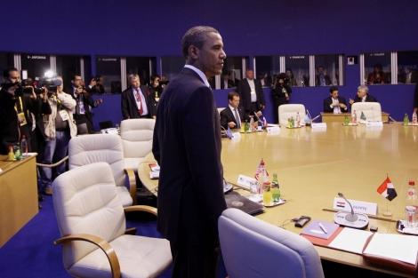 El presidente de los EEUU abandona una reunión del G8.   Ap