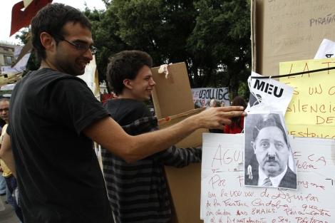 El conseller Puig capitaliza todas las críticas de los acampados. | Antonio Moreno