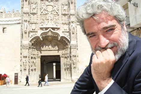 Miguel Ángel Rodríguez posa cerca del Museo de Escultura. | J. M. Lostau