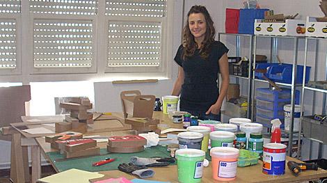 La artista, Adriana Filgueiras, en su taller.