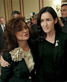 Sinde, junto a Carmen Calvo, presidenta de la Comisión de Igualdad del Congreso. | Efe