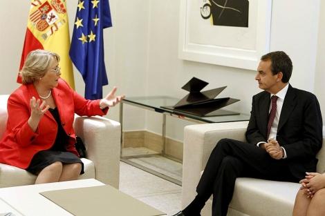 Michelle Bachelet y José Luis Rodríguez Zapatero. | Foto: Efe