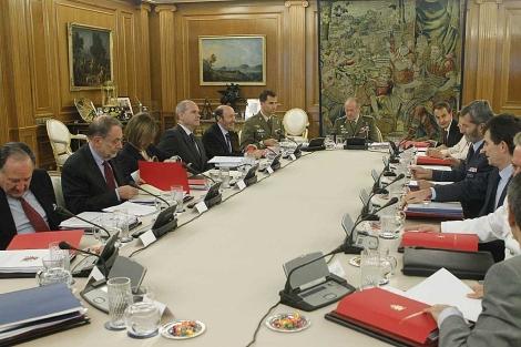 Reunión del Consejo de Defensa Nacional, presidido por el Rey, en la Zarzuela. | Efe