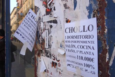 Carteles que anuncian 'Chollos' en el centro de Madrid. | Elmundo.es
