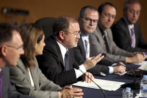 El conseller de Educación (centro), Alejandro Font de Mora. | GVA
