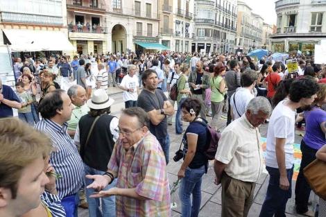 Concentración en la plaza de la Constitución. | ELMUNDO.es