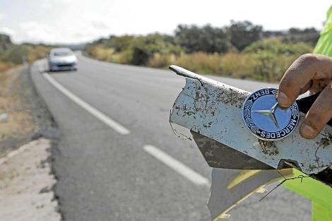 Restos del coche de Ortega Cano en el lugar del accidente. | Efe