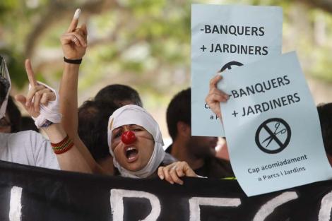 Funcionarios protestan en las puertas del Parlament. | Quique García