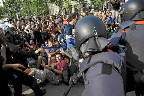 Un momento de la carga policial del pasado viernes. | Santi Cogolludo