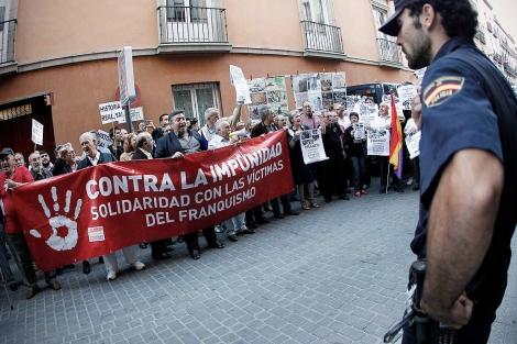 Protesta frente a la Academia. | Alberto di Lolli