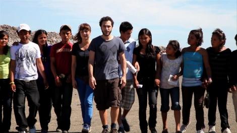 El grupo Pastora junto a los alumnos de los talleres en Managua.| S. I.