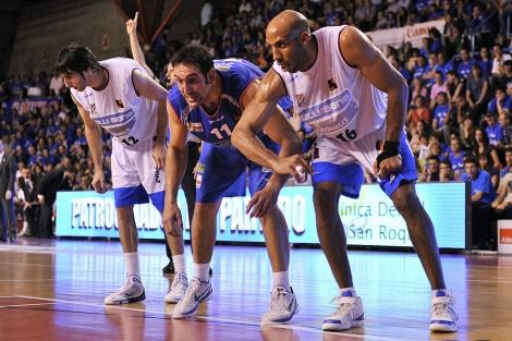 Corbacho y Ruffin (Obradoiro) con el gallego Manu Gómez (Burgos). | M.F.