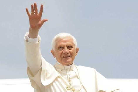El papa Benedicto XVI, a su llegada a Zagreb.   Efe