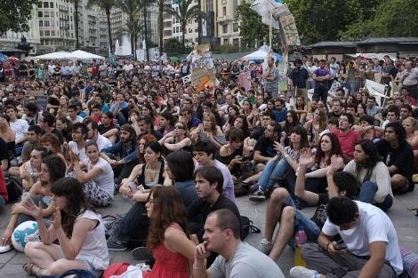 'Indignados' concentrados durante una asamblea en Valencia. | V. Bosch
