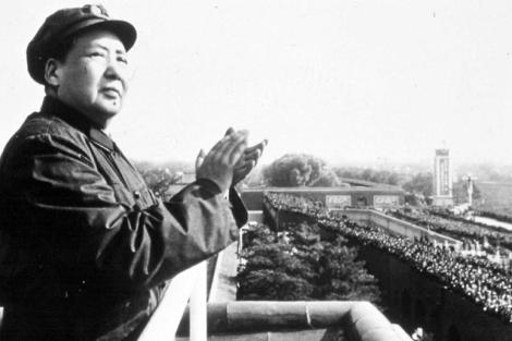 Mao Zedong asiste a un desfile en Pekín. |