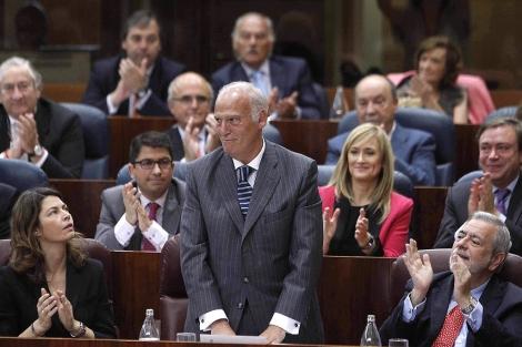 Echeverría es aplaudido tras ser proclamado presidente de la Asamblea/ Juan Carlos Hidalgo