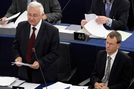 El comisario John Dalli, en el Parlamento Europeo en Estrasrburgo.| Efe