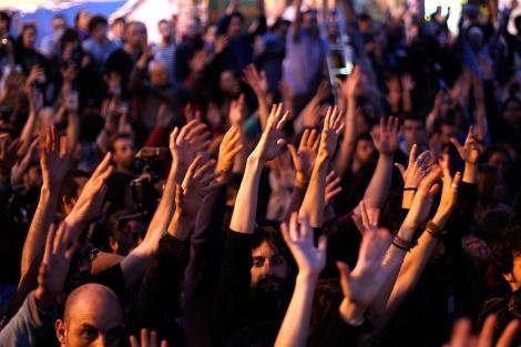 Momento en el que se votaba el levantamiento de la Acampada de Sol.   Javier Barbancho