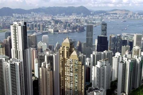Vista de los rascacielos en el puerto Victoria de Hong Kong. | ELMUNDO.es