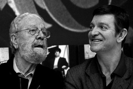 Luis García Berlanga, con su hijo Jorge, en Valencia, en 2002. | Benito Pajares