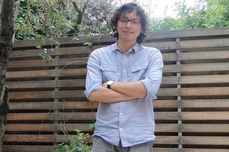 El escritor peruano Carlos Yushimito.