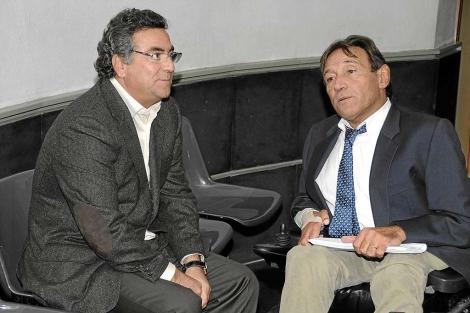 Enrique Ortiz, izquierda, en los juzgados el pasado mes de diciembre | Cristóbal Lucas