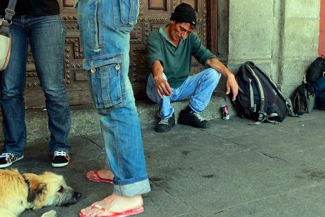 Fernando, un indigente que vive en la Plaza Mayor Madrid). | Antonio Heredia