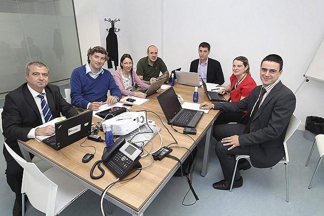 Miembros de las tres empresas y las dos universidades que participan en el proyecto Azteca. | J. M. Lostau