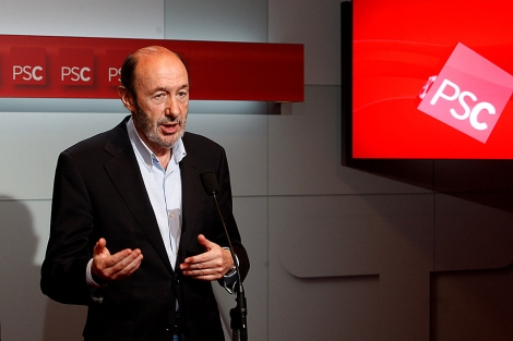 Alfredo Pérez Rubalcaba, el domingo, en un acto con el PSC en Barcelona. | Antonio Moreno